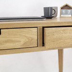 Designerskie biurko skandynawskie Lea z dwiema białymi szufladami, dębowe, drewniane, nowoczesne w stylu skandynawskim
