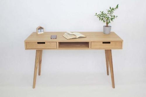 Drewniane Biurko Wide z dwiema szufladami i półką - dębowe fronty, styl skandynawski