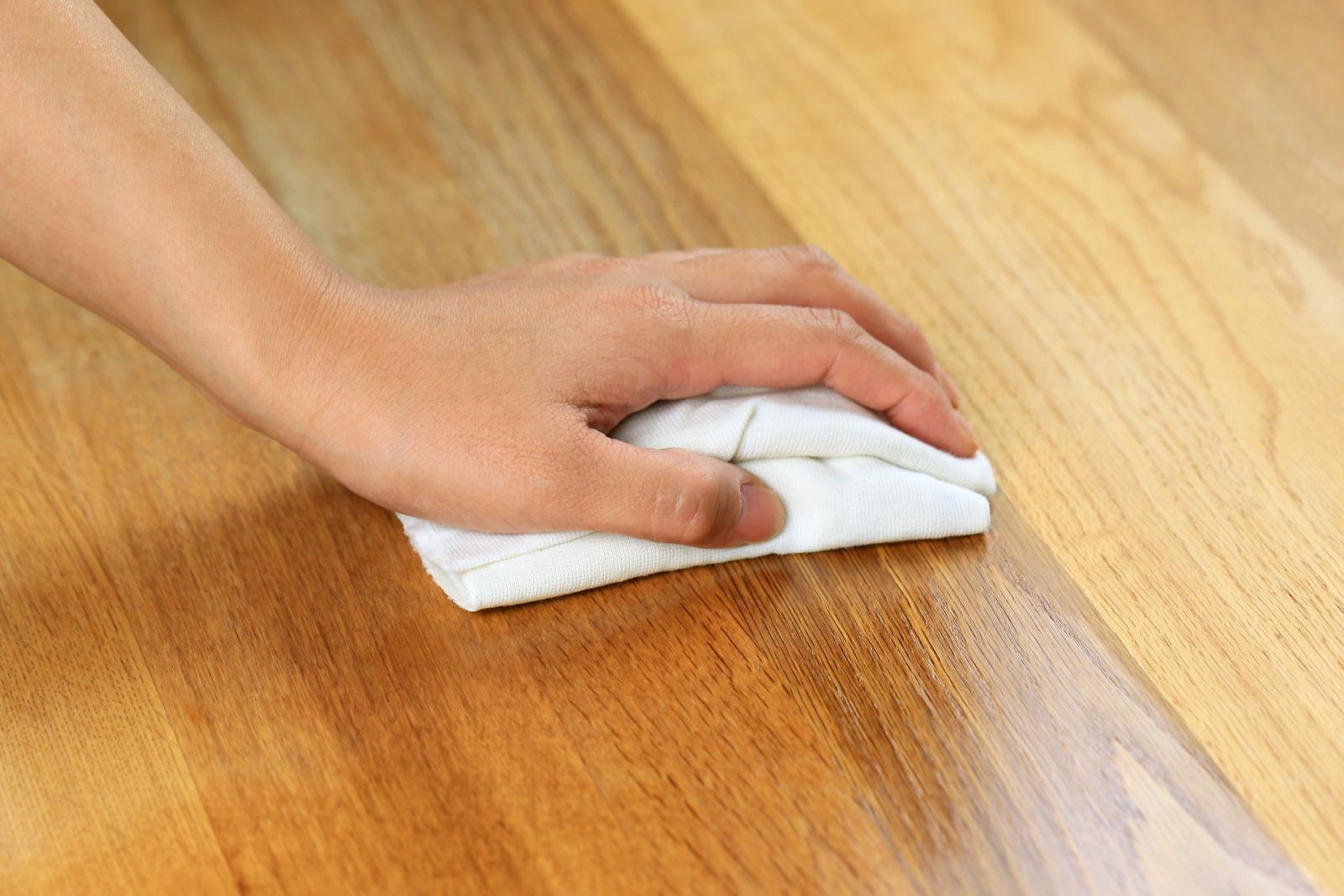 Odświeżanie (renowacja) mebli olejowanych w warunkach domowych