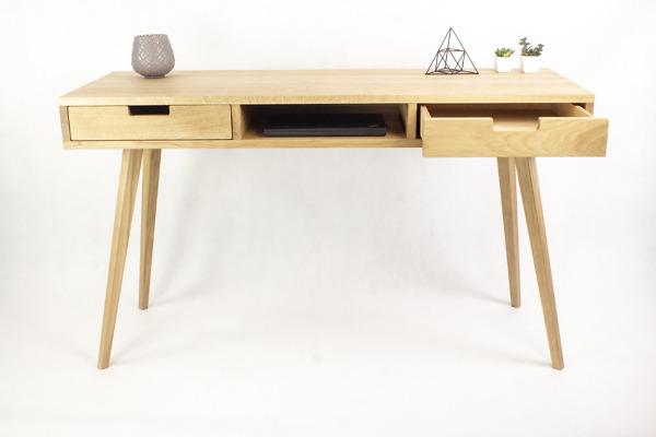Dębowe lite drewniane Biurko Skandynawskie Wide z dwiema białymi szufladami i półką w stylu skandynawskim
